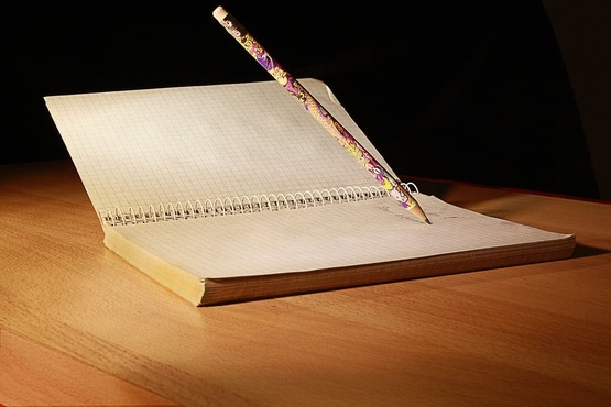 Бумага и карандаш